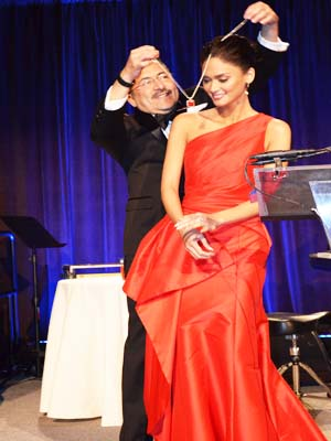 Mr Chacon Presenting The Madrina Necklace to Miss Universe 2015